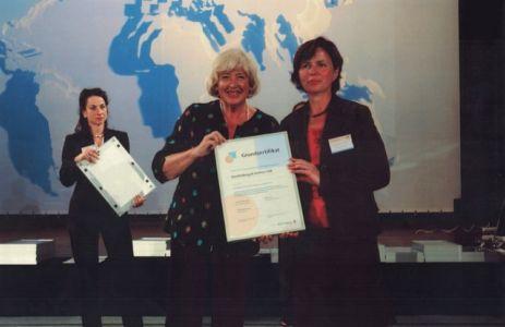 In 2004 erhielt die Steuerkanzlei Knollenborg & Partner erstmals das Grundzertifikat von berufundfamilie, überreicht durch die Familienministerin a.D. Renate Schmidt.