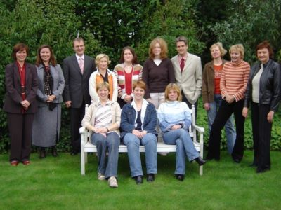 Vorbereitungsteam zum Grundzertifikat Audit 2004 mit den Auditoren Frau Arnold und Herrn Heusgen.